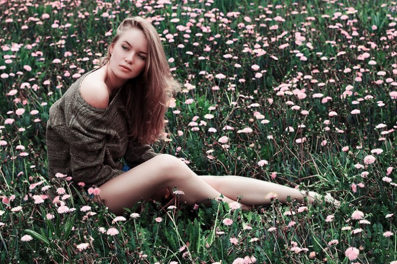 Цветы и красавица - классика не выходит из моды